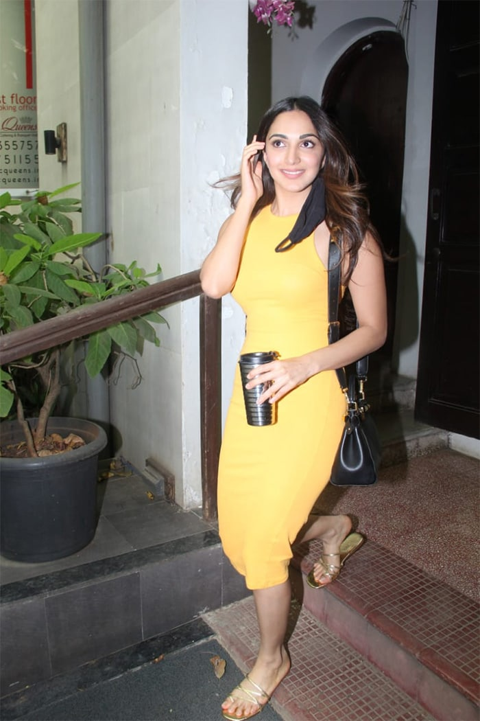 Kiara Advani aced the perfect hair flip as she posed for the shutterbugs at the Krome studio in Bandra.