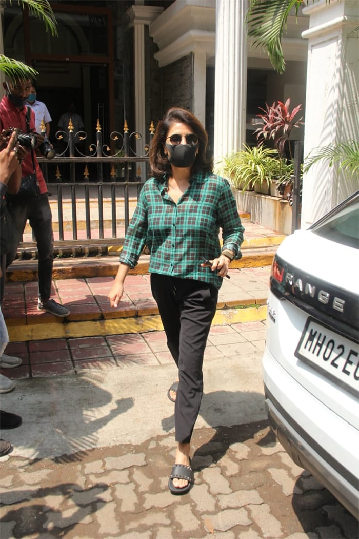Neetu Kapoor was spotted at a clinic in Khar.