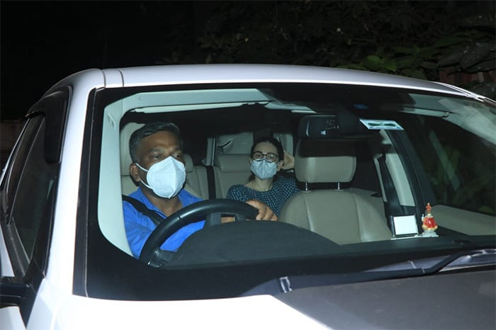Actress Karisma Kapoor was spotted outside her superstar sister Kareena Kapoor Khan\'s Bandra residence on Tuesday.