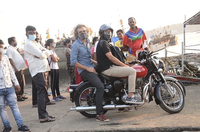 Filmmaker Imtiaz Ali was photographed taking a bike ride from Mumbai\'s Versova jetty.