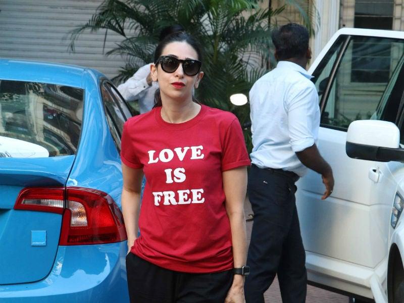Photo : मुंबई में लाल परी बनी नजर आईं करिश्मा कपूर...