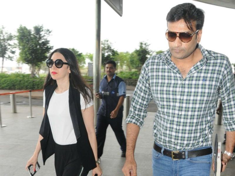 Karisma Kapoor TravelsWith Rumoured Boyfriend Sandeep Toshniwal