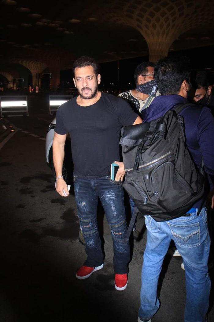 Katrina Kaif And Salman Khan Fly Out Of Mumbai For Tiger 3 Shoot