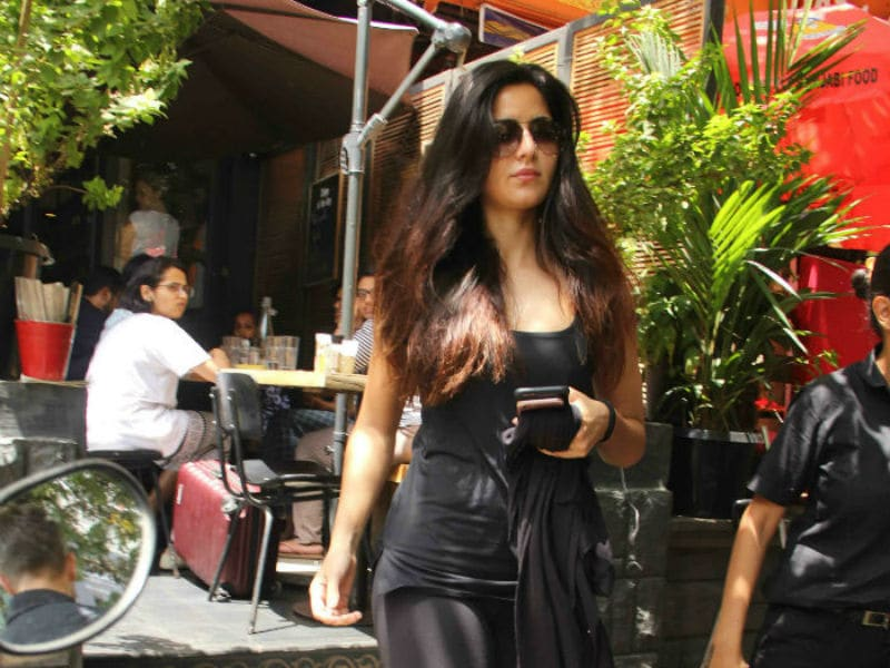 Katrina Kaif Grabs Lunch With Mom And Sister