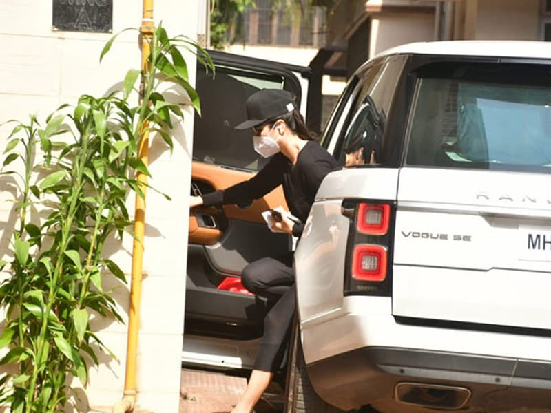 Photo : Katrina Kaif Steps Out For The First Time After Being Tested Negative For Covid-19