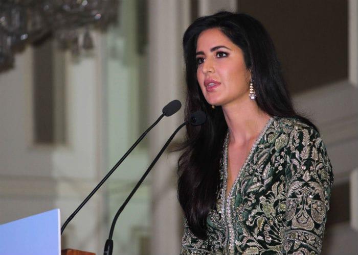 Katrina\'s Big Day: Actress Collects Smita Patil Award