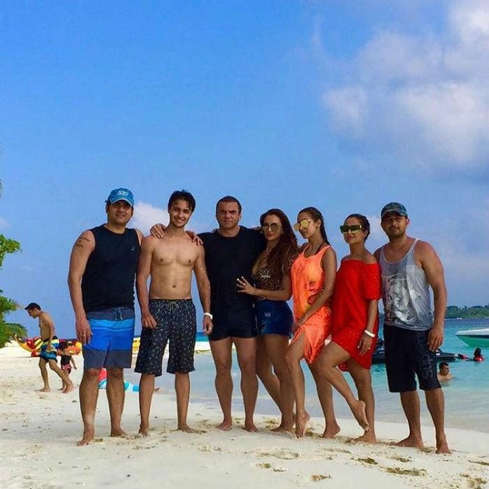 मालदीव्स में खान परिवार के साथ ऐसे एंजॉय कर रही हैं मलाइका अरोड़ा