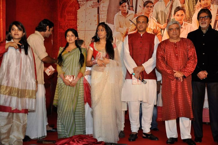 Aishwarya, Abhishek go traditional