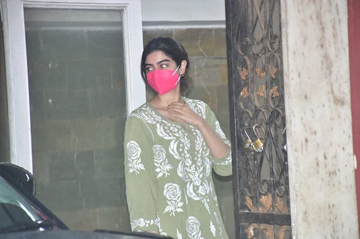Actress Janhvi Kapoor\'s sister Khushi Kapoor was on Wednesday spotted outside her Pilates studio.