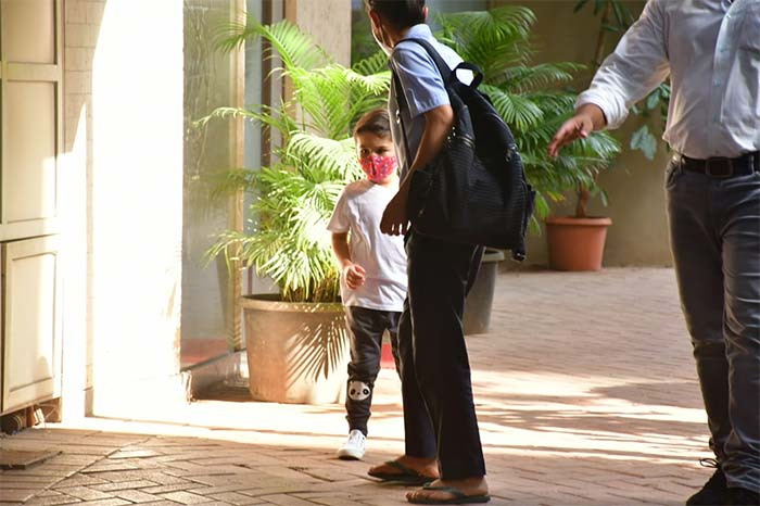 Celebrity couple Saif Ali Khan and Kareena Kapoor\'s son Taimur Ali Khan was photographed in Bandra.