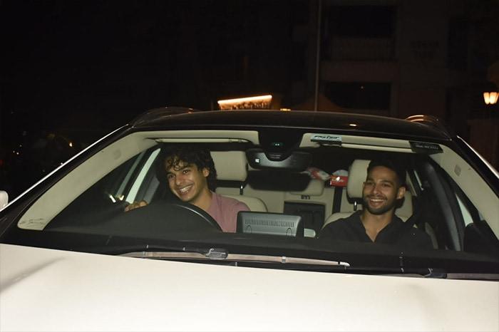 Deepika, Ananya, Siddhant, Ishaan\'s Saturday Fever At Karan Johar\'s Party
