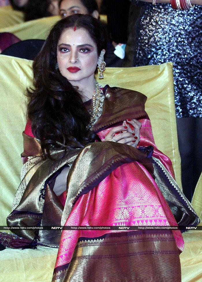 The moment we never thought we\'d see: Big B\'s namaste to Rekha