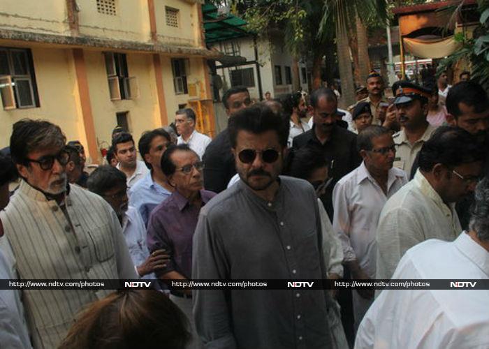 Bollywood Celebrities Attend Krishna Raj Kapoor\'s Funeral In Mumbai