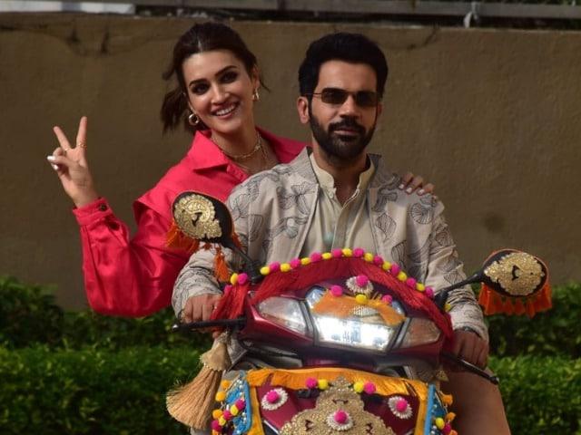 Photo : Kriti And Rajkummar's Work Diaries Are All Things Fun