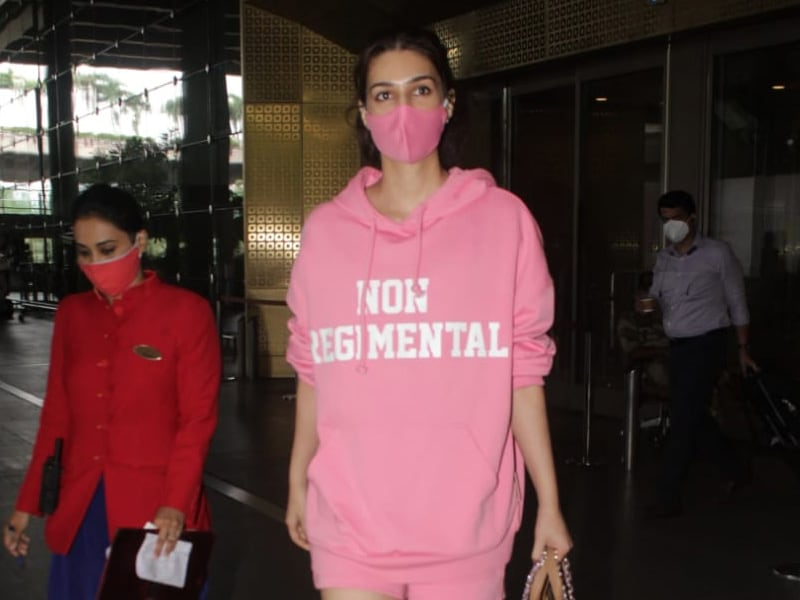 Photo : Kriti Sanon's Comfy Airport Look - Yay Or Nay?