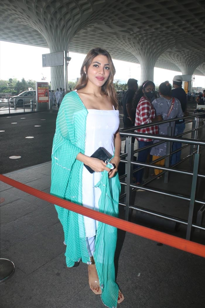 Kriti Sanon Flies Home From Arunachal Pradesh