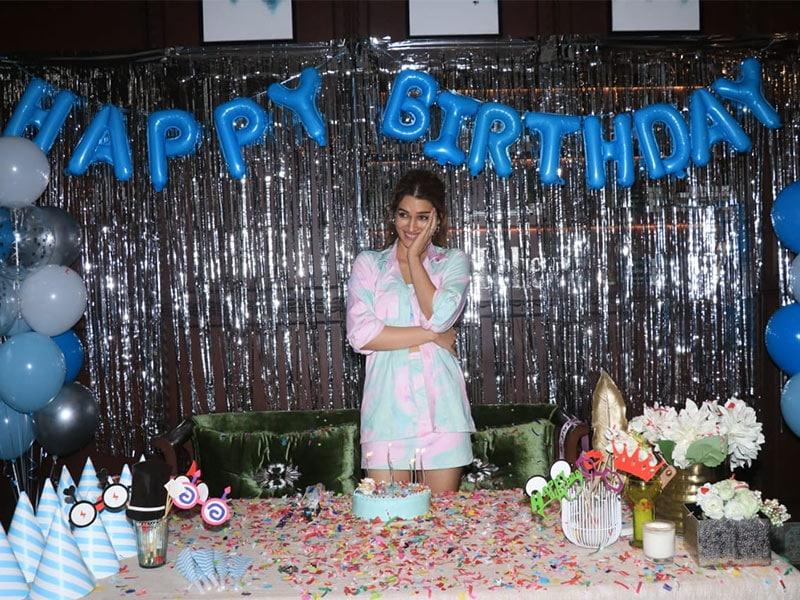 Photo : Sparkle And Smiles From Kriti Sanon's Surprise Birthday Festivities