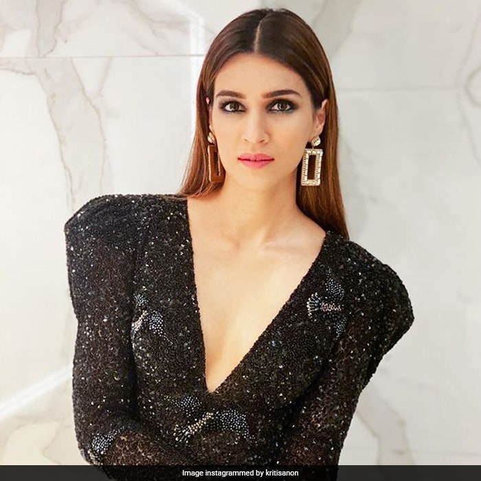 Happy Birthday, Kriti Sanon. Stealing Hearts@30