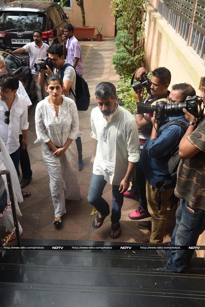 Kubbra Sait, Drashti Dhami, Karanvir Bohra And Other TV Stars Attend Kushal Punjabi\'s Funeral