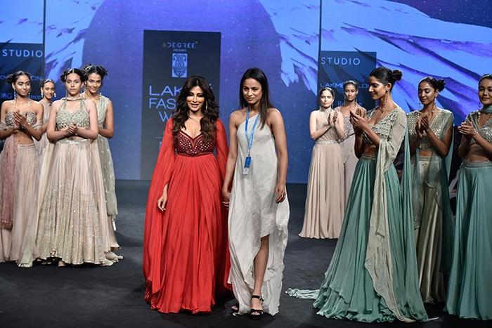 लैक्मे फैशन वीक में कंगना रनौत और जाह्नवी कपूर का खास अंदाज़, शो स्टॉपर रहीं