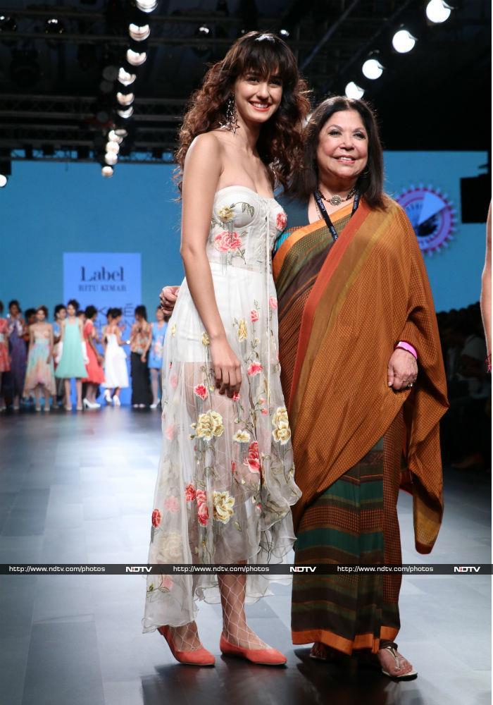 Lakme Fashion Week: पहले दिन दिशा, सान्या और काल्की दिखीं रैंप पर