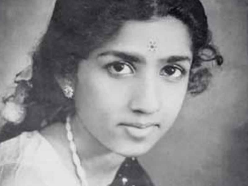 Photo : 87 वर्ष की हुईं स्वर कोकिला लता मंगेशकर, जन्मदिन की बधाई