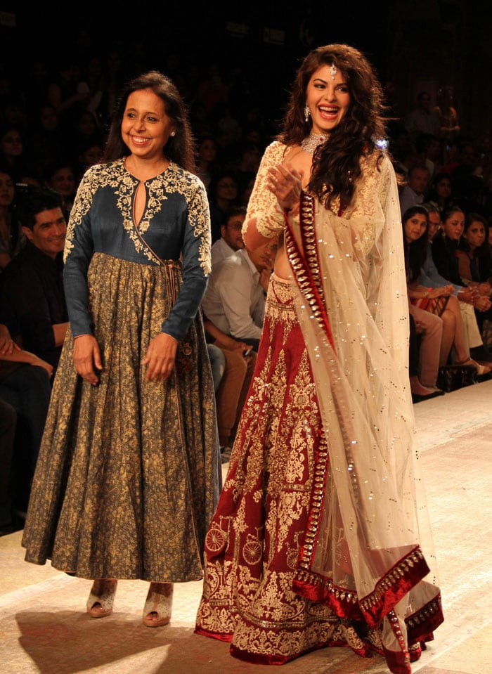 East is East, West is West: Jacqueline, Kriti on the Ramp