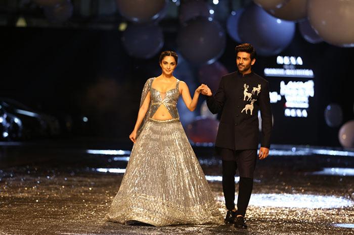 Dressed in a dazzling silver lehenga, Kiara walked the ramp with Kartik Aaryan as showstoppers for designer Manish Malhotra.
