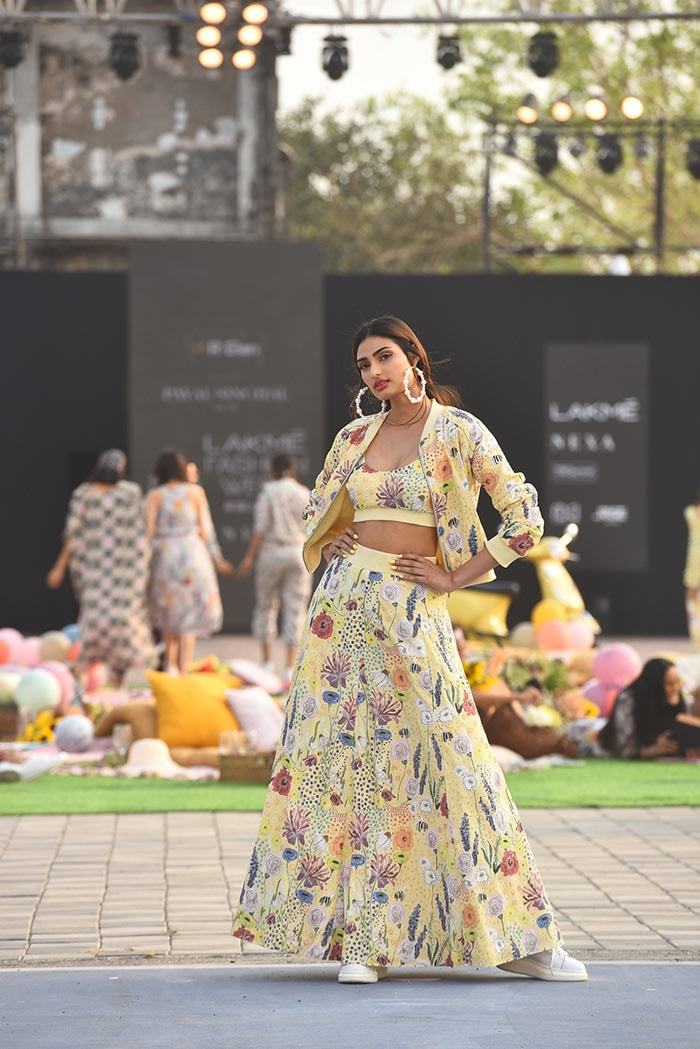 Earlier in the day, Bollywood diva Athiya Shetty was the showstopper for designer Payal Singhal\'s fashion show at the Lakme Fashion Week.
