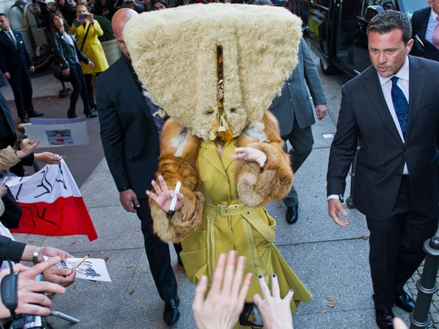 Photo : Where is Lady Gaga's face?