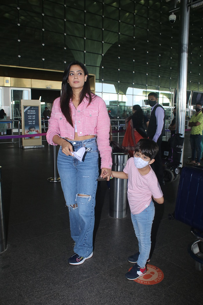 Look Who We Spotted Shweta Tiwari With At The Airport