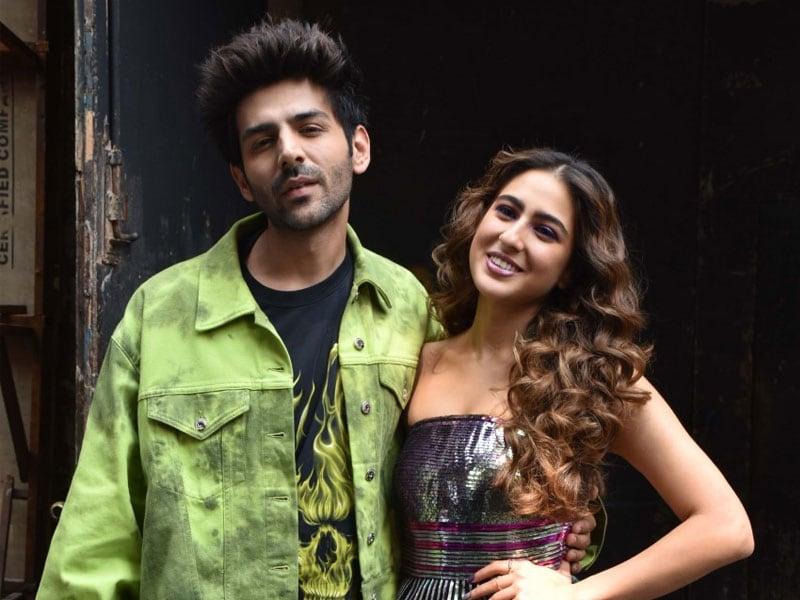 Sara And Kartik Are Spreading  Love, Aaj Kal