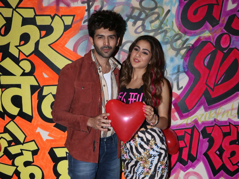 Sara Ali Khan And Kartik Aaryan Are Busy With Promotions Aaj Kal