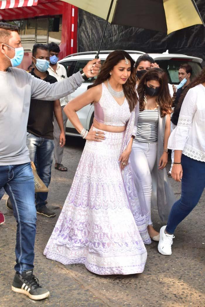 Madhuri Dixit Dazzles In Manish Malhotra At Dance Deewane Finale
