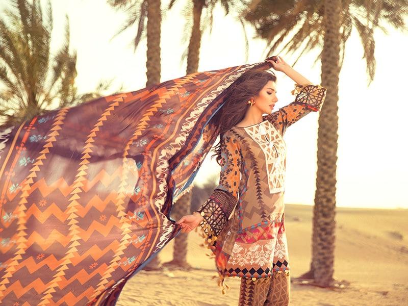 Photo : मिलिये 'रईस' शाहरुख की हिरोईन माहिरा खान से...