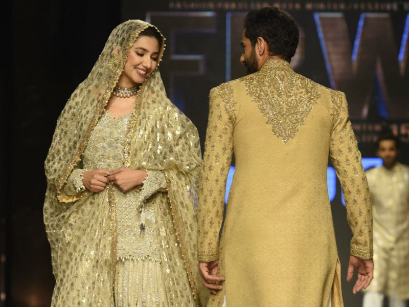How Shah Rukh's Raees Co-Star Mahira Khan Took the Ramp by Storm