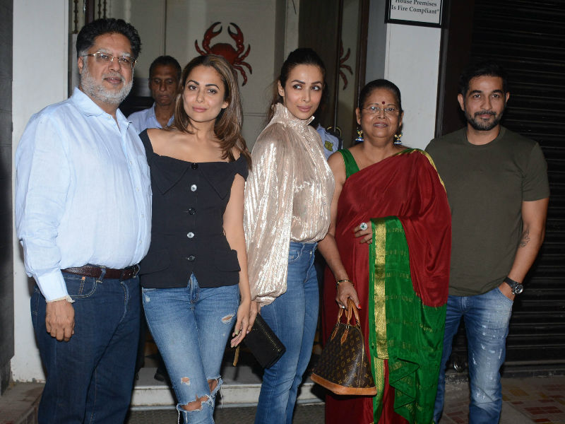 Malaika And Amrita Dine With Family