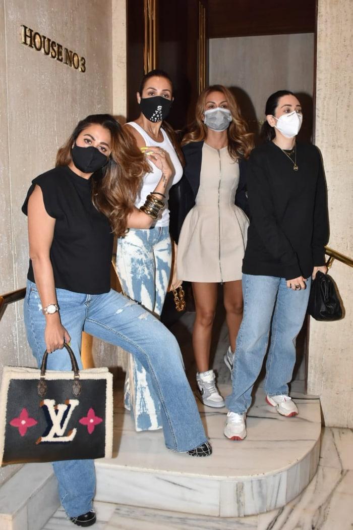 Malaika Arora, Amrita Arora, Natasha Poonawalla and Karisma Kapoor were snapped outside Manish Malhotra\'s house for a party on Wednesday.