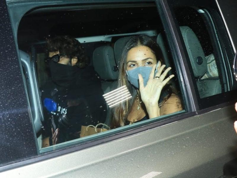 Photo : Spotted: Malaika And Arjun At Kareena Kapoor's House