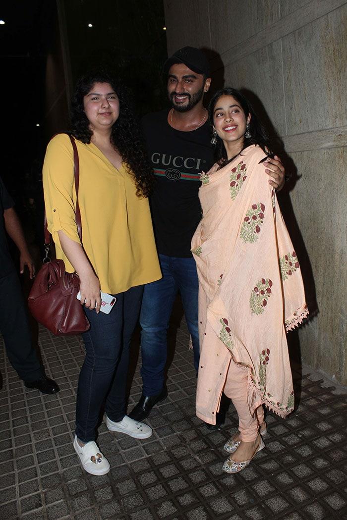 मलाइका, जाह्नवी और अनुष्का ने देखी अर्जुन कपूर की फिल्म 'इंडियाज मोस्ट वांटेड'
