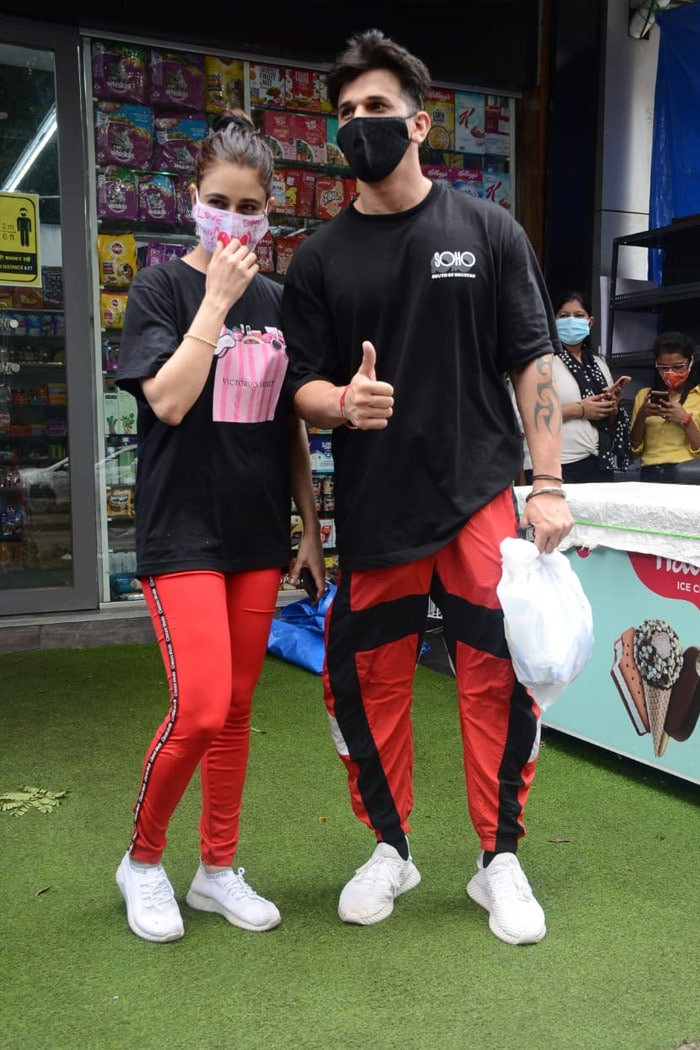 Celebrity couple Prince Narula and Yuvika Chaudhary posed happily for the shutterbugs in Andheri.