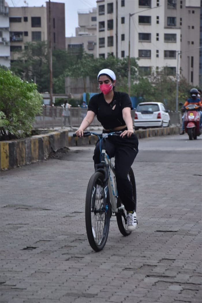 Later in the day, Khushi Kapoor was photographed riding her bicycle in Lokhandwala.