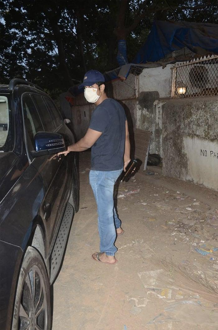 Randeep Hooda was spotted in Versova.
