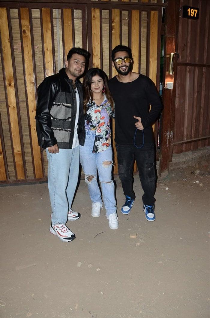 Siblings Zaid Darbar, Awez Darbar and Anam Darbar posed happily for the shutterbugs in Versova.