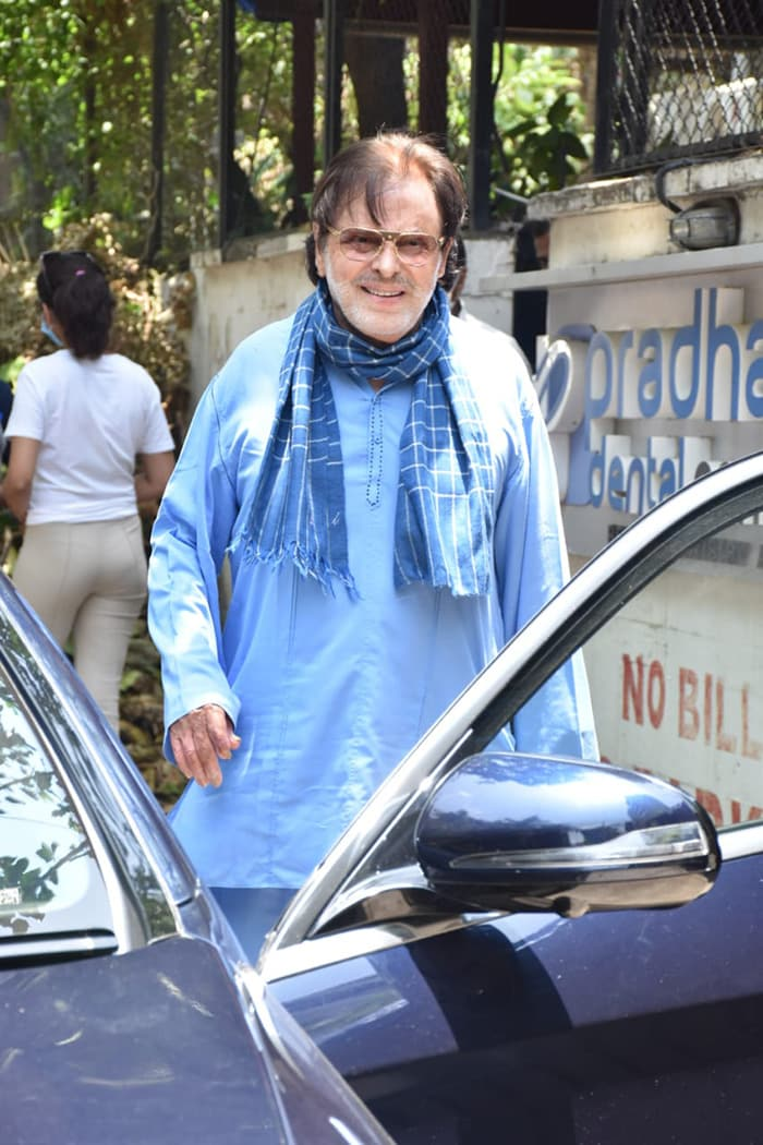 Senior actor Sanjay Khan was spotted outside a clinic in Juhu.