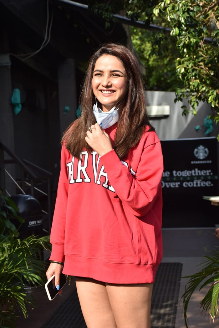 Former  Bigg Boss  contestant Jasmin Bhasin was all smiles as she was pictured outside Starbucks in Juhu.