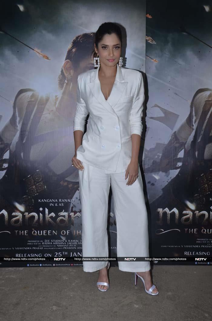Kangana Ranaut Shows Manikarnika To Sadhguru And Bollywood
