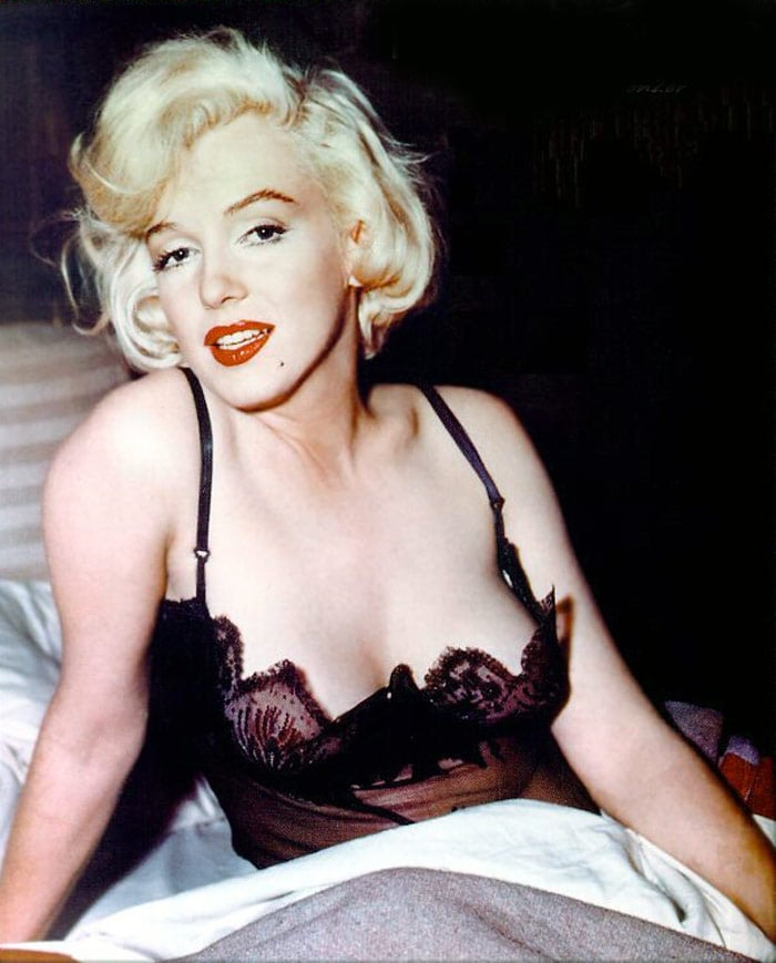 Marilyn Monroe\'s X-Ray to be auctioned