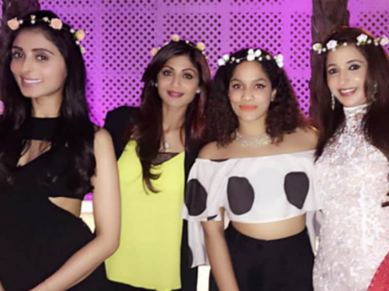 Photo : Of Flowers and Laces at Masaba's Pre-Wedding Party
