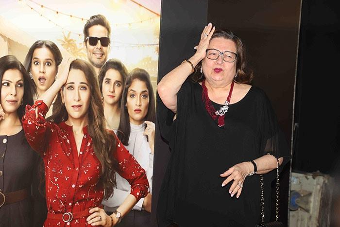 'मेंटलहुड' की स्क्रीनिंग पर अपनी मां के साथ नजर आईं करिश्मा कपूर और करीना कपूर
